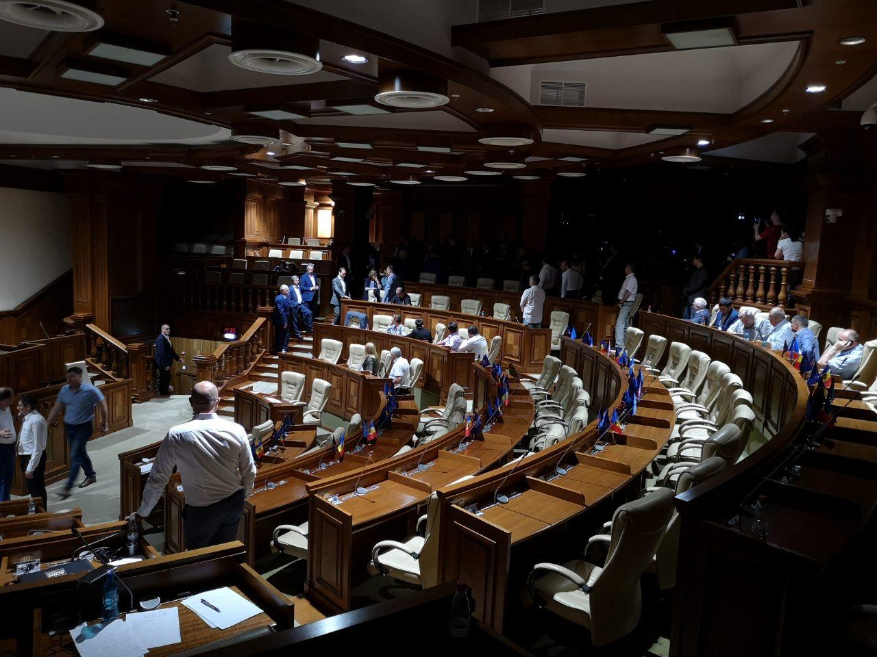 Следующее заседание парламента может состояться после выборов президента