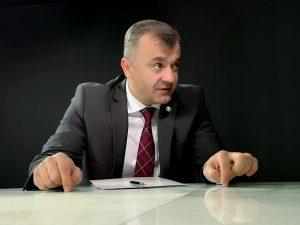 Премьер Кику пригрозил судом Усатому, обещавшему купить защитные экраны по цене 1 евро