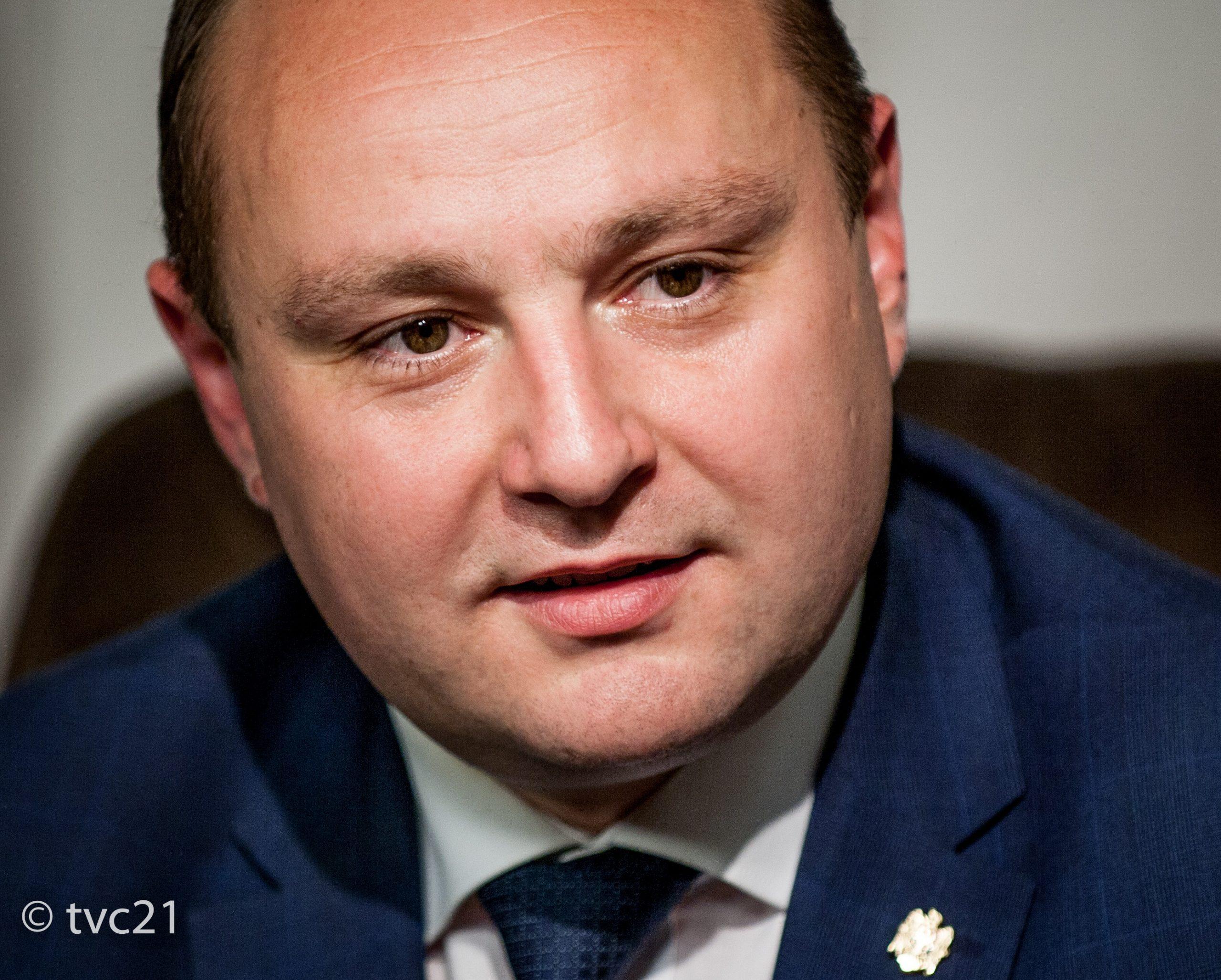 Батрынча обвинил Слусаря в популизме: Народу не нужен дешёвый цирк